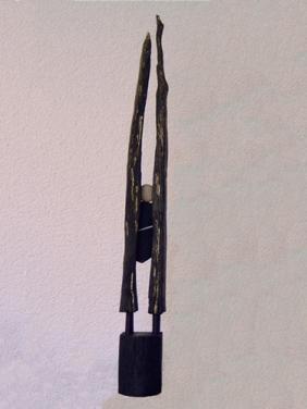 Gevangen (hout en steen hoogte ca 55 cm)